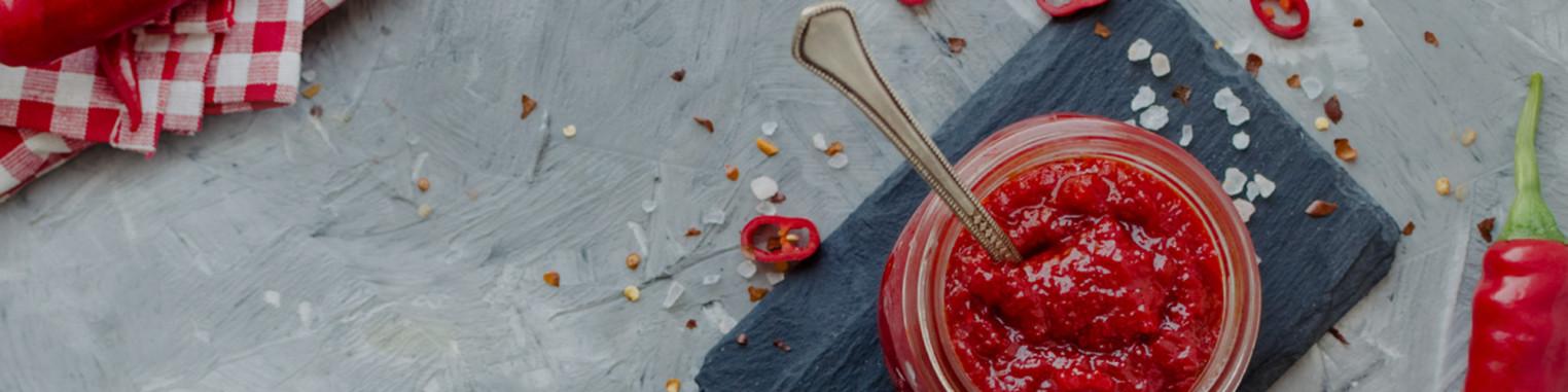 Les piments frais et sec, graines de piments et plants.